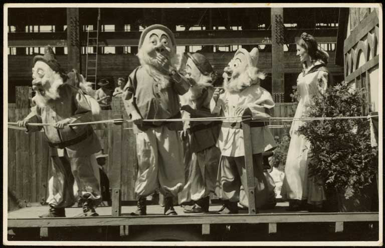 Thumbnail Image of Snow White and the Seven Dwarfs, Hay's Ltd Christmas pageant