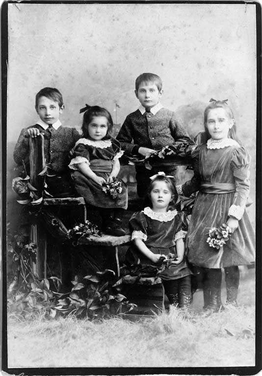Five of the six children of Thomas Jones Walker Shand
