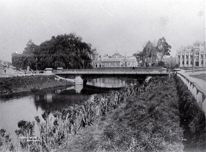 Black and white photo of Victoria St bridge, [ca. 1888]