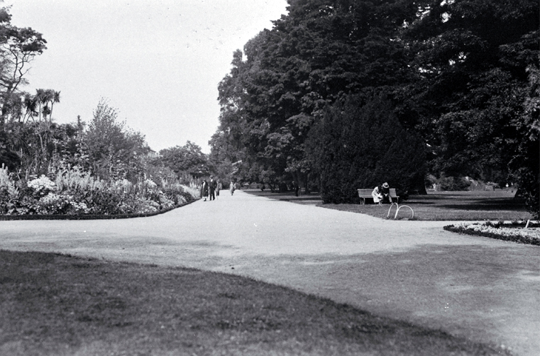 People strolling along the lane that leads from the Robert McDougall Art Gallery in the Christchurch Botanic Gardens