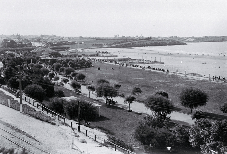In 1877 working parties began cutting away the cliffs to form the lawns and gardens of Caroline Bay, Timaru