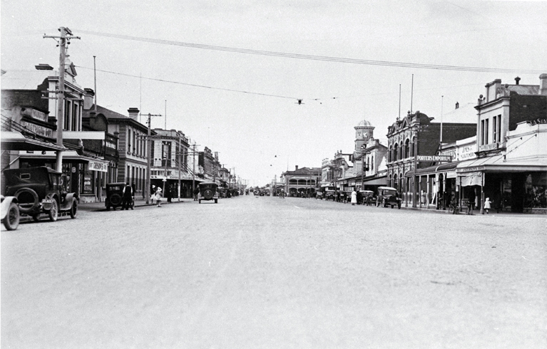 Looking north up Queen Street, Waimate