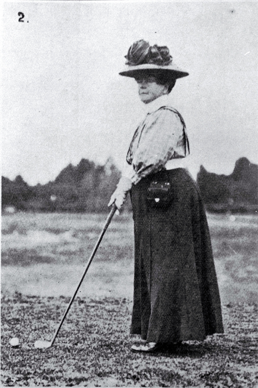 Mrs Stead preparing her shot when competing in the Christchurch Club's Easter Tournament held on the Shirley Links [Apr. 1908], CCL PhotoCD 11, IMG0076