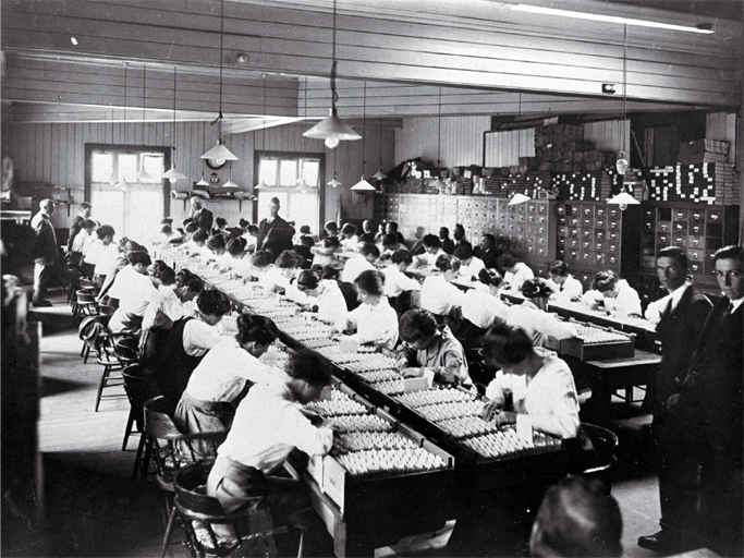Clerks sort through the ballots before drawing the first ballot in the General Election of 1914