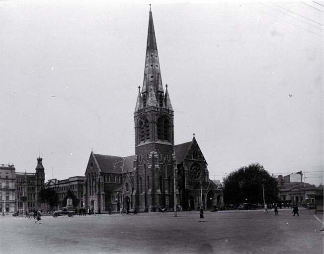 The Cathedral and Square, Christchurch : to the left is The Press building & Government Building, & at right is the Bank of New Zealand.