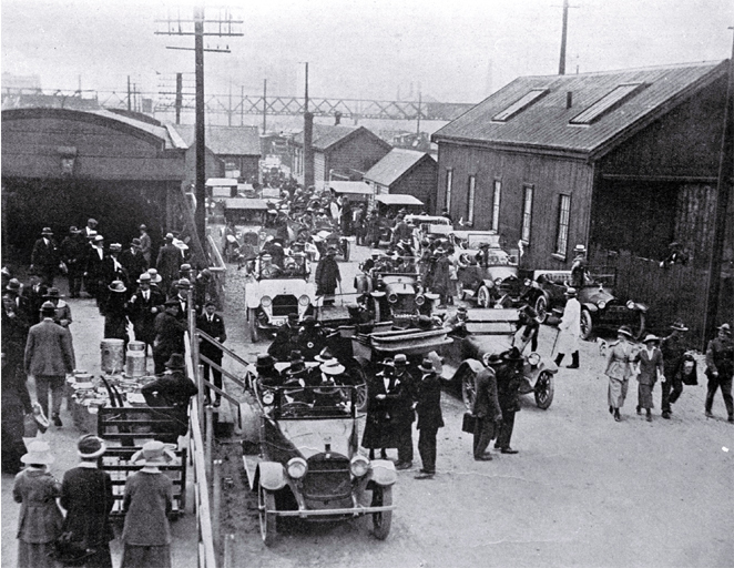 The Canterbury AA's fleet of motor cars at the Christchurch Railway Station to convey some of the returned servicemen
