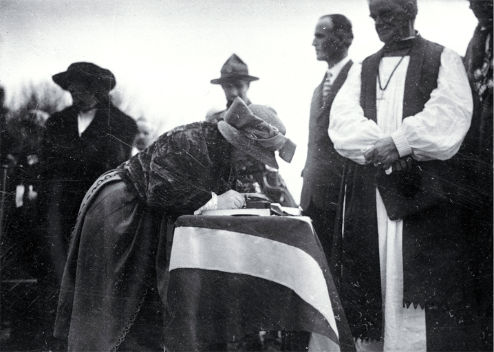 "Lady Jellicoe places her signature in ""The History of the Canterbury Regiment 1914-1919"", foundation stone ceremony, Bridge of Remembrance"