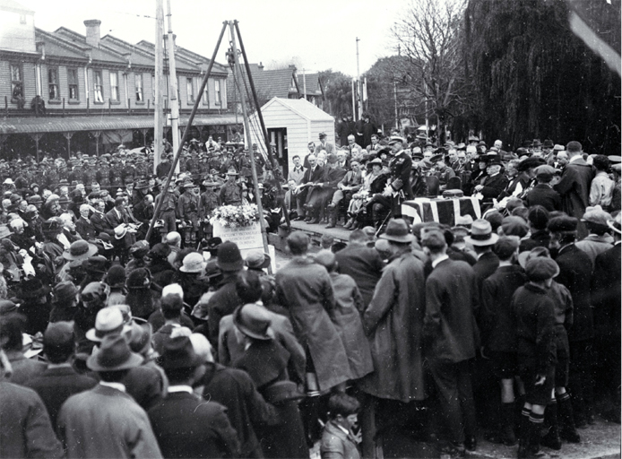 Lord Jellicoe addresses those in attendance, foundation stone ceremony, Bridge of Remembrance