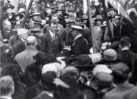 Lord Jellicoe at the foundation stone amidst crowd, Bridge of Remembrance
