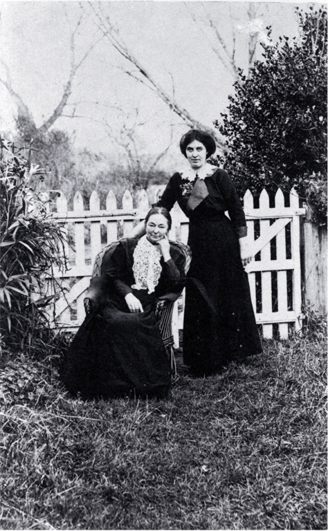 Amelia Frances Rogers (1849-1928) and Ruby Inwood (b. 1888), the orphaned daughter of one of Mrs Rogers' brothers