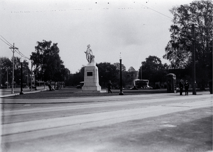 Victoria Square from Colombo Street, with the Captain Cook statue, sculptured by Trethewey in 1932, in the foreground