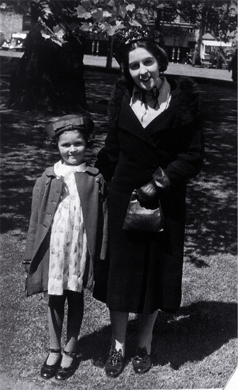 Florence Mahomet (1916-1998), later Mrs Wylie, and her niece, Cynthia Mahomet, in the late 1930s
