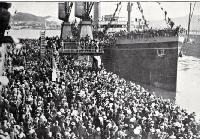 The departure of the 17th reinforcements and Maori details to join the ANZACs from Wellington : the transport clears the wharf.
