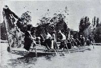 Mahutus war canoe Tehaere-tiki-tiki on Victoria Lake