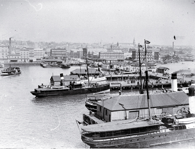 Shipping at the Queen Street Wharf, Auckland