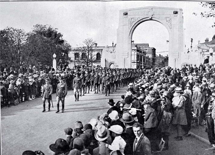 The Territorials cross the Bridge of Remembrance on the way to King Edward Barracks [25 Apr. 1926]