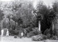 The Ritchie family in their garden, ca 1890