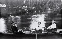 WWomen rowing on the Avon River, Christchurch 