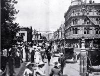 Busy Christchurch :a view in Cathedral Square looking towards the BNZ corner on a hot summer's day. [1913]