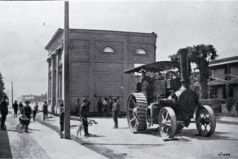 Removal of the large Oddfellows' Hall, Christchurch to Sydenham