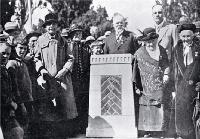 The unveiling of the Bricks memorial, Barbadoes Street, Christchurch [1926]