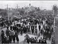 Some of the 13,000 spectators leaving Lancaster Park after the second test match between New South Wales and New Zealand, 1 Sept. 1923 [1 Sept. 1923]