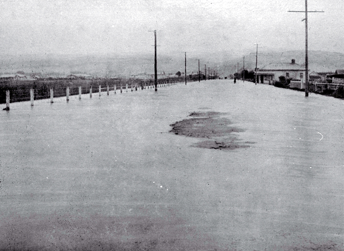 Flooding on Barrington Street, Christchurch, opposite Spreydon Park on 10 August 1925