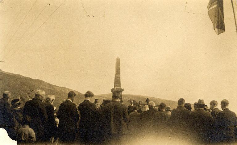 ANZAC Day - Heathcote War Memorial [190-?] Christchurch City Libraries, CCL Gimblett Collection, Gimblett-0018
