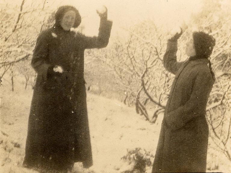 Madel(a/e?)ine & Dorothy Gimblett in the snow