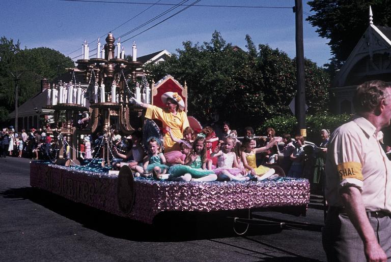 Hay's Christmas parade float
