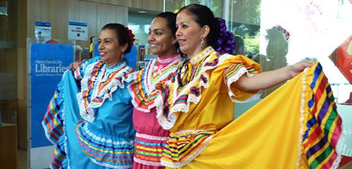Mexican dancers, Flickr P1040933.jpg