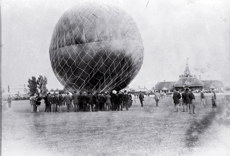 Balloon ascent, Lancaster Park