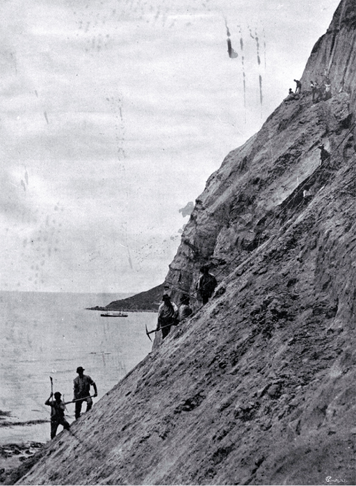 Roadmen building the road around the bluff between Cheviot and Port Robinson destroyed in the earthquake, 16 Nov. 1901
