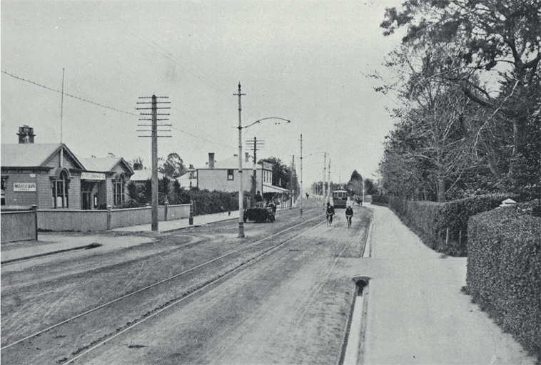 Looking along Papanui Road from St. Albans towards Papanui : at right is St. Albans Post and Telegraph building.