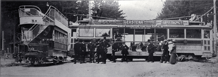 A mishap to the Christchurch-New Brighton tram at Wainoni Park [14 Dec. 1913] File Reference CCL PhotoCD 18, IMG0035